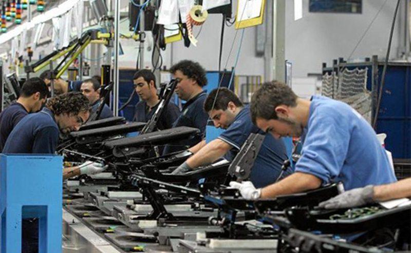 trabajadores-en-fabrica